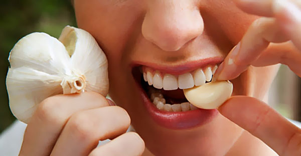 The Health Effects of Eating Garlic Daily